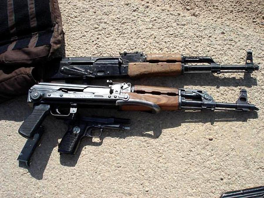 ARMAS: Rifle de asalto AKM